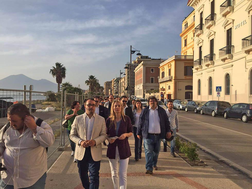 Candidato sindaco castellammare parla con barbara Matera