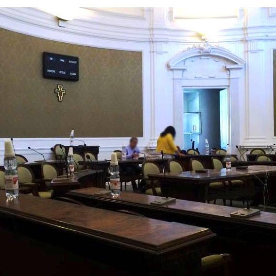 sindaco e maggioranza sidertano l'aula
